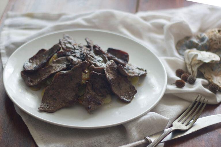 Filete De Ciervo Adobado Con Patatas Al Horno