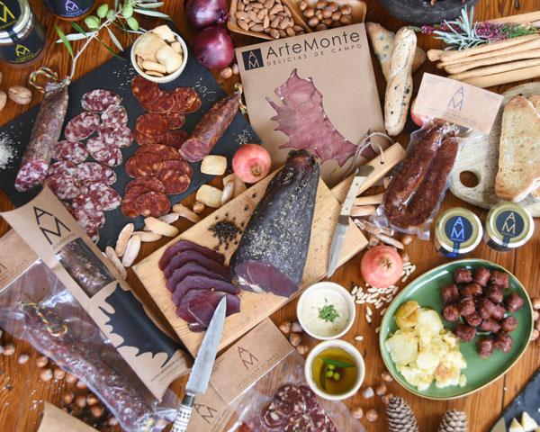 Surtido de productos alimenticios de caza Artemonte